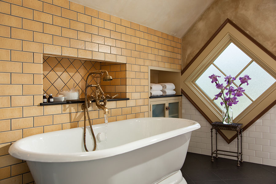 Hayloft Suite tub