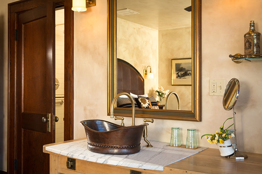 Vineyard Room bathroom
